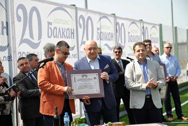 """Министърът на младежта и спорта Красен Кралев и кметът на Велико Търново Даниел Панов откриха новия спортен комплекс """"Балкан Арена"""" в града."""