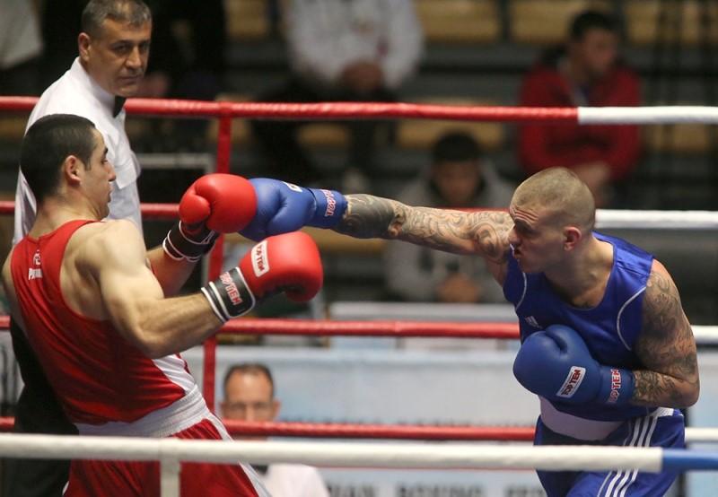 Българският национален отбор по бокс започна с победа