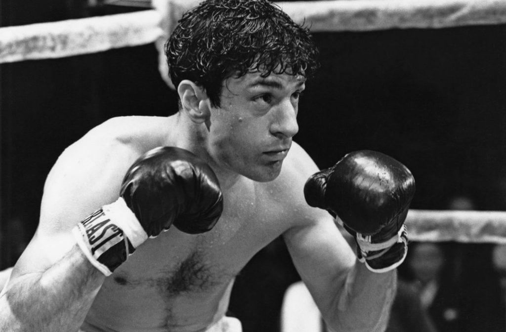 """Де Ниро като легендарния американски боксьор Джейк ЛаMота във филма на Мартин Скорсезе """"Разяреният бик"""" от 1980 година. Тази роля му носи втория Оскар."""