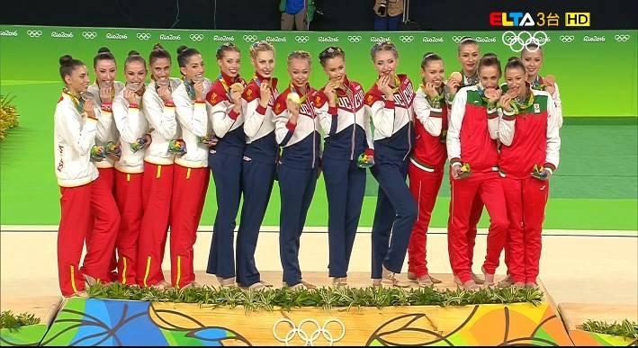Олимпийското злато отиде при Русия, който събра сбор от 36.233 точки (17.600 за пет ленти и 18.633 за обръчи и бухалки). Среброто е за испанките, които също се представиха на ниво – (17.800 и 17.966) 35.766 точки.
