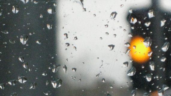 Монолог – Седя, гледам как вали и си мисля за кръговрата на живота