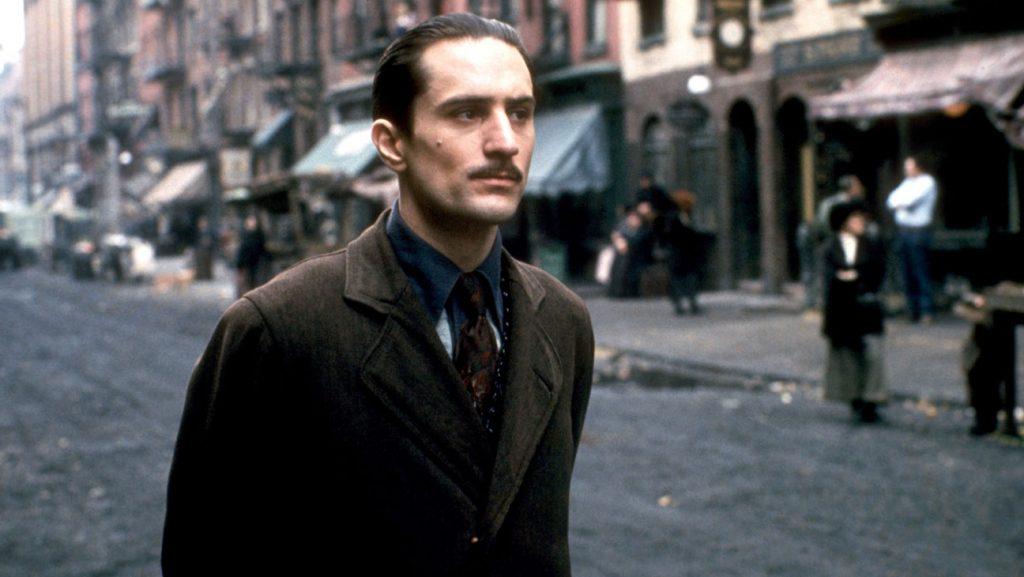 """Ню Йорк, 1974 година. Де Ниро участва в сцена от филма на Франсис Форд Копола """"Кръстникът"""" 2. За тази роля Де Ниро печели първия си Оскар."""