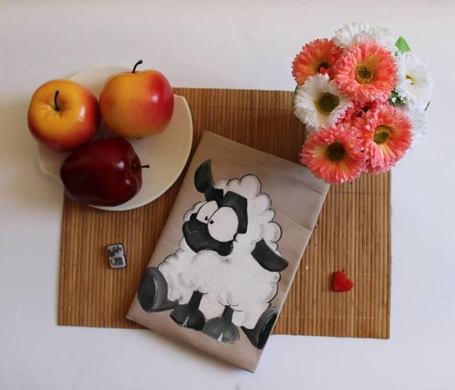 Книгите вече си имат дрехи, прави ги талантливо българско момиче