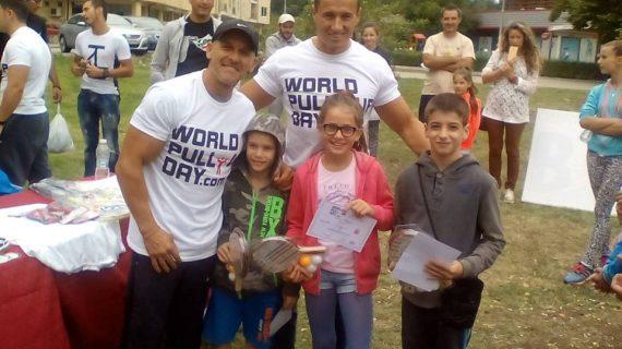 """Kметът на район """"Студентски"""" г-н Димитър Дилчев откри стрийт фитнес"""