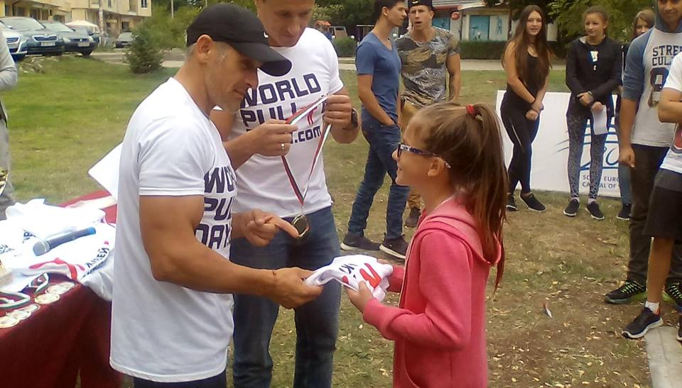 """Първенците в състезанието бяха наградени от световния и олимпийски шампион Йордан Йовчев и разбира се от кмета на район """"Студентски"""" – Димитър Дилчев."""