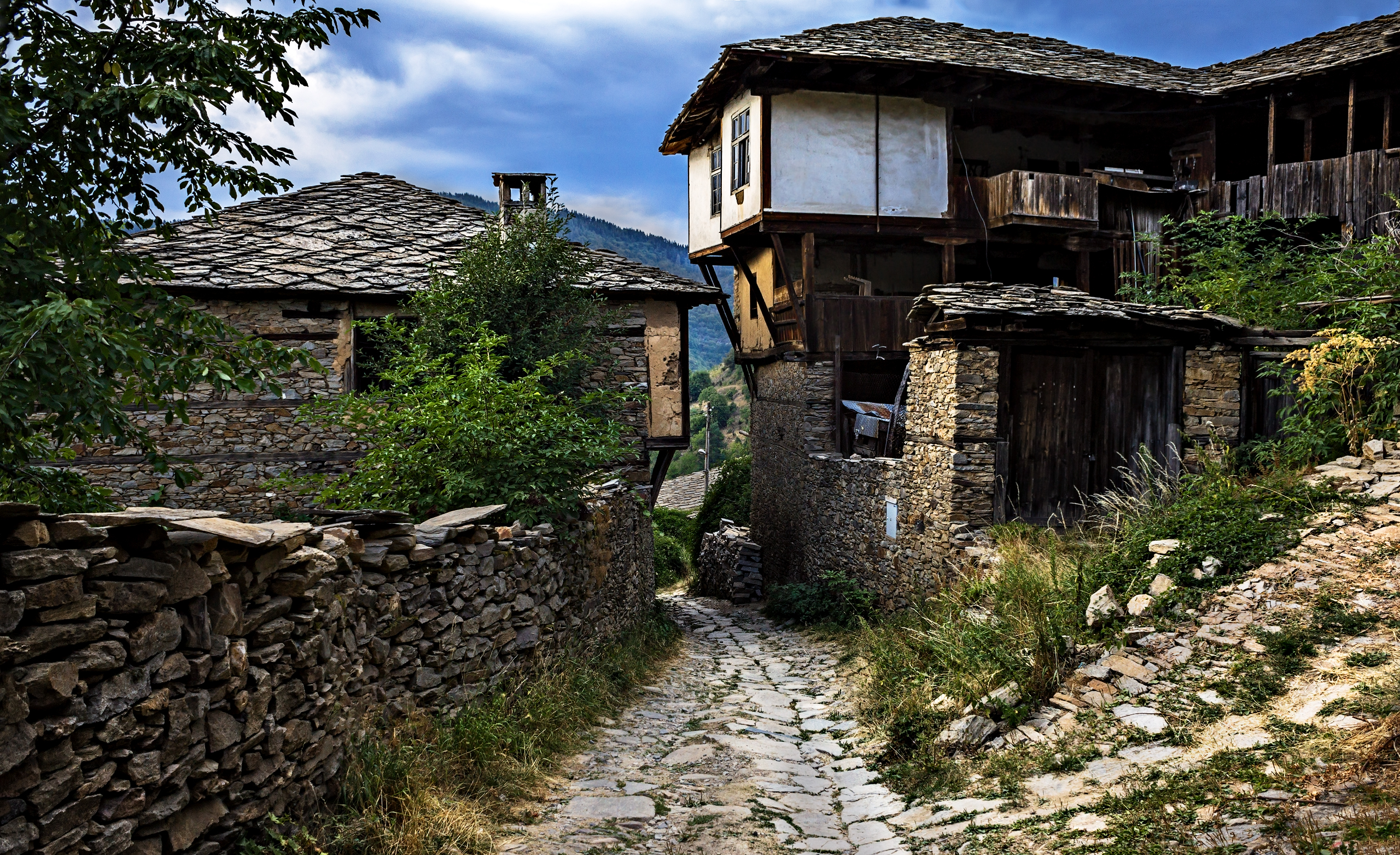 kovachevitsa_street_and_houses