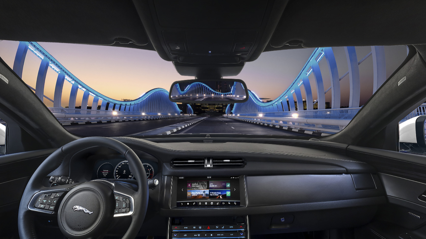 С несравнимо съчетание на дизайн, лукс, технологии и ефективност изцяло новият Jaguar XF заема лидерска позиция в сегмента на бизнес автомобилите, подсилена от водещи в класа динамика на шофиране и финес.