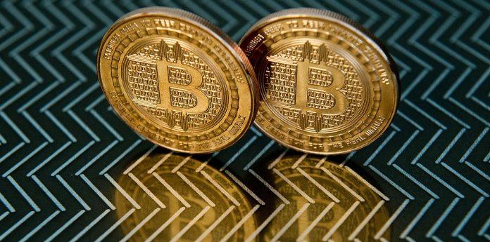 Утре в 15:50 часа биткойнът се разделя на две криптовалути