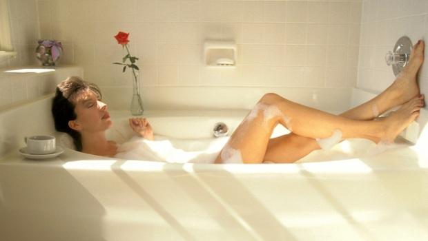 Как се къпе мъжът и как жената ?