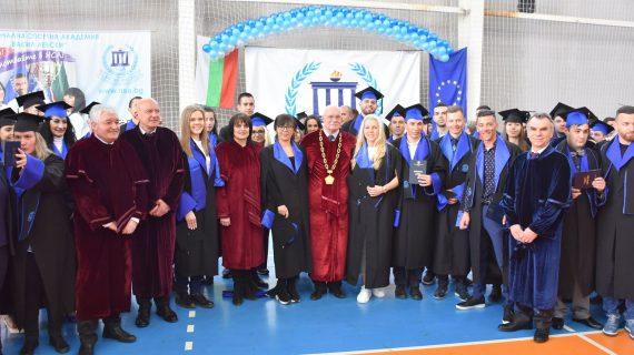 Златните момичета, Детелин Далаклиев и Петя Неделчева са дипломирани магистри на НСА